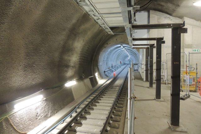 Při stavbě nové železnice vzniká v Londýně na 42 kilometrů nových tunelů | foto: Jiří Hošek
