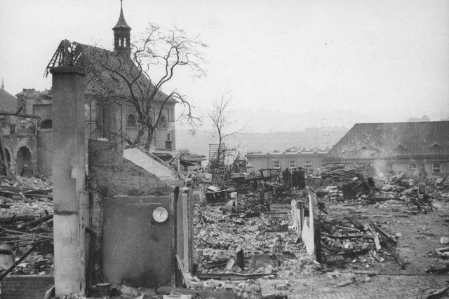 Emauzský klášter po bombardování z 14. února 1945.   foto:  IPR Praha