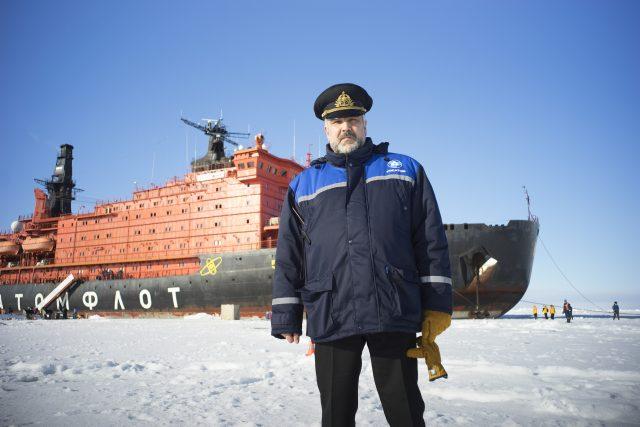Ruský ledoborec 50 let Pobedy neboli 50 let vítězství, poháněný dvěma jadernými reaktory, je největší svého druhu na světě