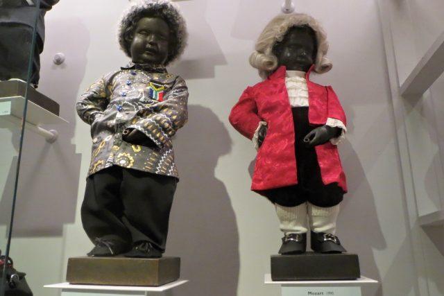 Až do první světové války dostával čurající chlapeček kostýmy výhradně od králů, královen nebo bruselských úřadů