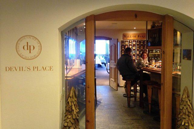 Největší whisky bar se jmenuje příznačně Ďáblovo místo