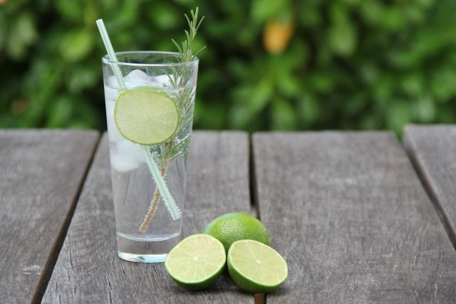 Gin s tonikem | foto: CC0 Public domain,  Fotobanka Pixabay