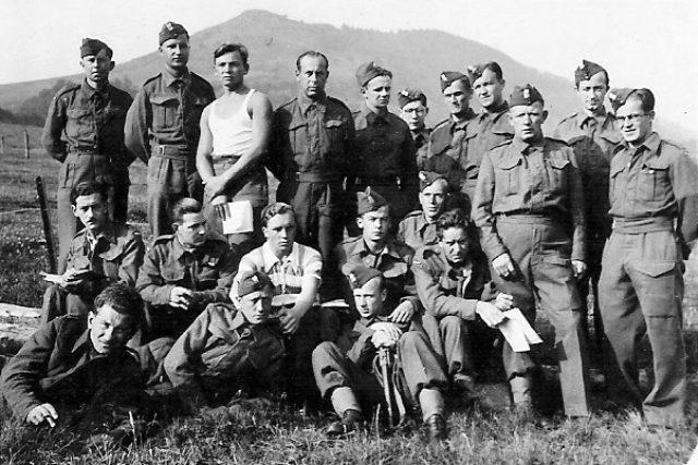 Polským parašutistům se říkalo cichociemni. Nad okupovaným Polskem jich za války seskočilo 344, zahynula třetina