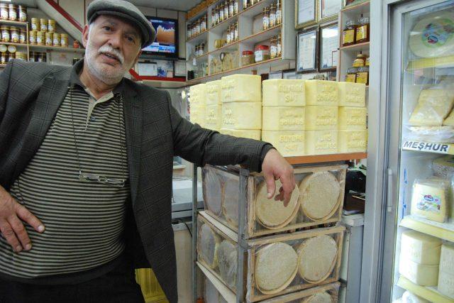 Ismail je hrdým majitelem sýrány v tureckém Karsu u hranic s Arménií | foto: Jaromír Marek,  Český rozhlas