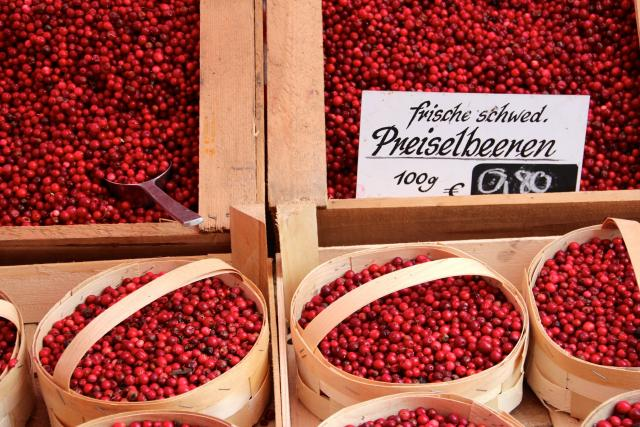Prodej brusinek na trhu (ilustrační snímek)