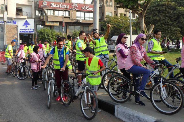 Stále častěji vyrážejí mladí Egypťané do ulic Káhiry na kole