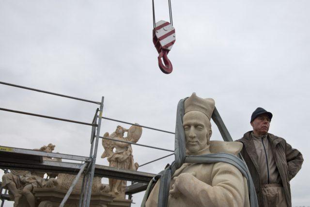 Svatý František Borgiáš se vrací na Karlův most