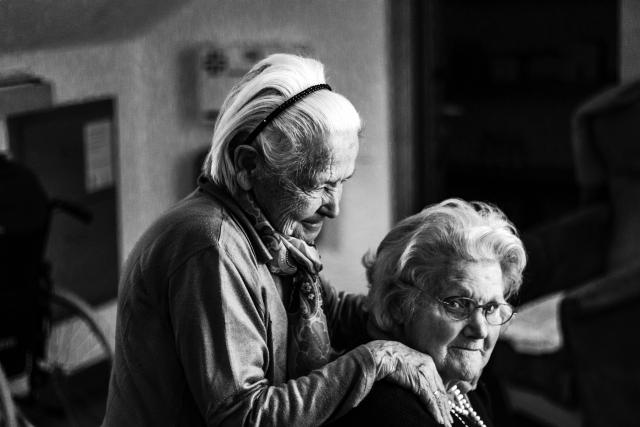 staré ženy,  důchodci,  senioři,  senior | foto: Fotobanka Pixabay
