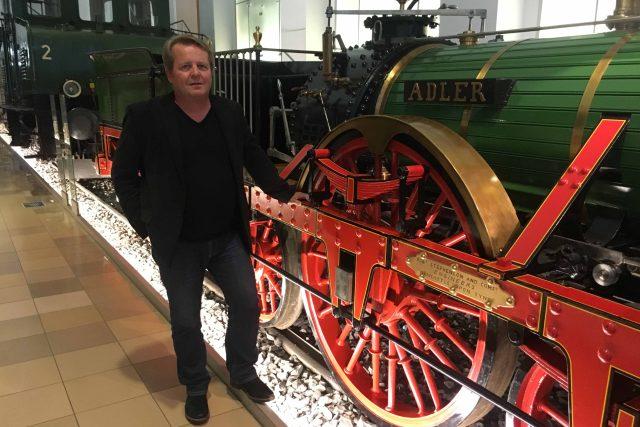 Rainer Mertens u lokomotivy Adler,  prvního parního vlaku ve střední Evropě | foto: Pavel  Polák