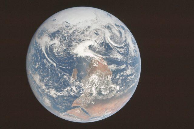 Modrá skleněnka. Fotografie Země z paluby Apolla 17
