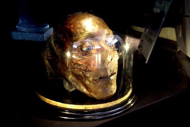 Hlava Jeremy Benthama, jejíž konzervace nevyšla tak, jak měla, je k vidění jen zřídka