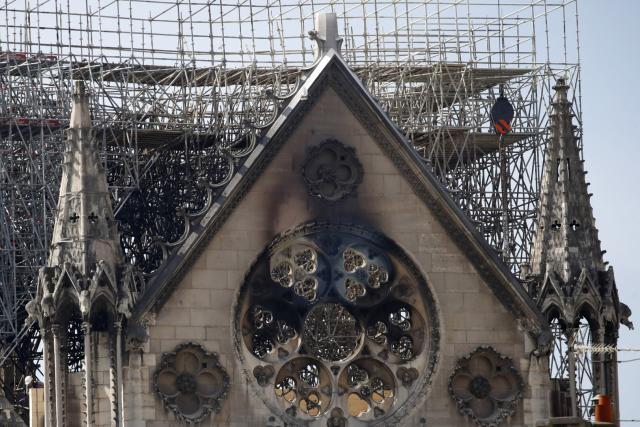 Pařížská katedrála Notre-Dame po ničivém požáru   foto: Christophe Ena,  ČTK/AP
