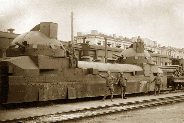 Bolševický obrněný vlak (pozdější slavný Orlík), který ukořistil 1. československý pluk při obsazování povolžského města Simbirsk 22. července 1918