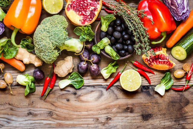 Zdravá strava, zelenina, ovoce, dieta, zdravý životní styl, životospráva, hubnutí. Ilustrační foto