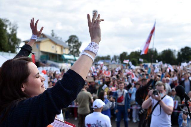 Běloruská prezidentská kandidátka Světlana Tichanovská a její příznivci