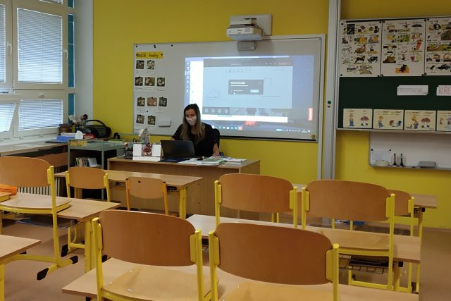 Všechny školy,  včetně mateřských a dětských skupin,  budou od pondělí zavřené | foto: Tereza Pešoutová,  Český rozhlas