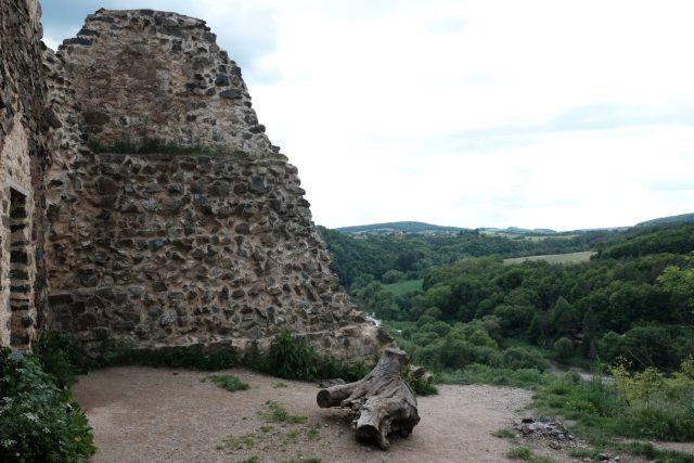 Tady plánovali inženýři přehradu. Zřícenina hradu Týřov v křivoklátských lesích