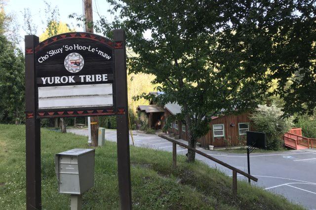 Srub v osadě Weitchpec slouží jako kmenové ústředí Juroků