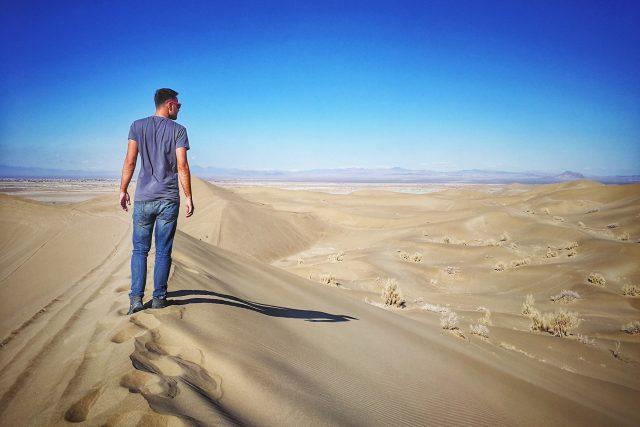 Cestovatel Martin Půlpán v íránské poušti Varzaneh