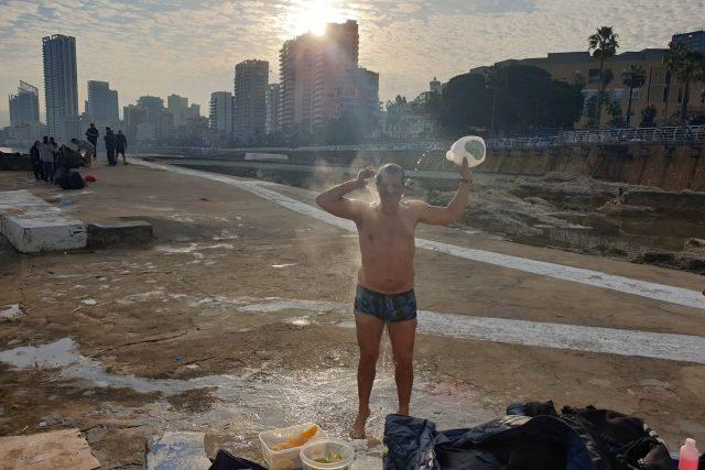 Zimní koupel v Bejrútu se nedá s toučeskou srovnat. Teplota mořské vody tady totiž prakticky neklesá pod 15 stupňů