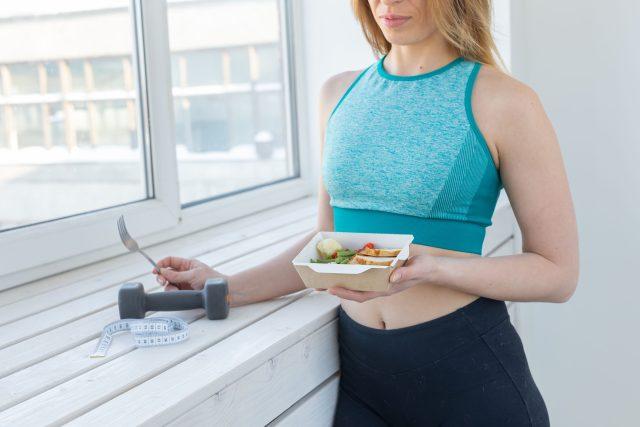 Hubnutí, dieta, zdravý životní styl, cvičení. Ilustrační foto