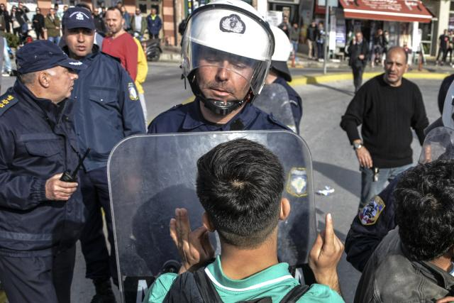 Na řecko-turecké hranici byly nasazeny obrojené síly | foto:  Panagiotis Balaskas,  ČTK/AP