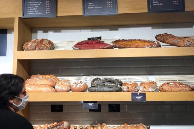 Úhledně vyrovnaný chléb,  hezky podle barev   foto: Marie Sýkorová,  Český rozhlas