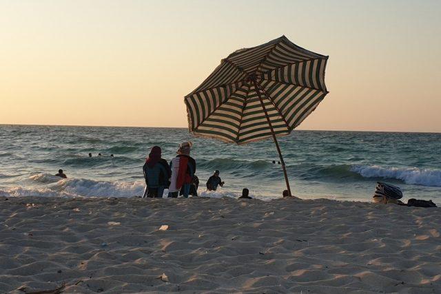 Egypťané rádi jezdí na dovolenou ke středomořskému pobřeží, kde není tolik turistů ani takové horko