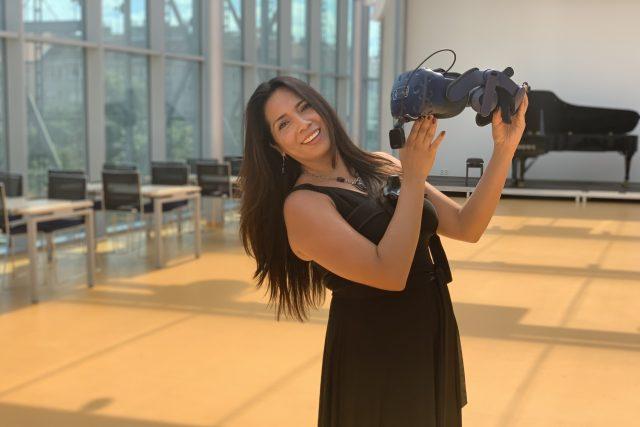 Mexicko-německá sopranistka  Neivi Martinez si vyzkoušela, jak se zpívá ve virtuální realitě