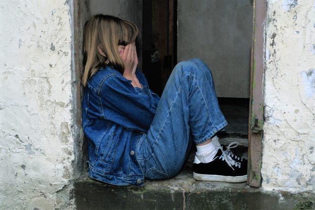 Dívka - deprese - panika - úzkost - smutek