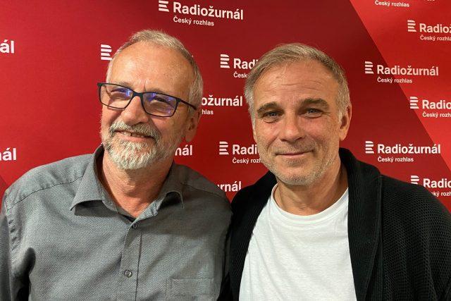 Školský ombudsman Ladislav Hrzal a Lukáš Vaculík,  který jej představuje v seriálu   foto: Tomáš Černý,  Český rozhlas