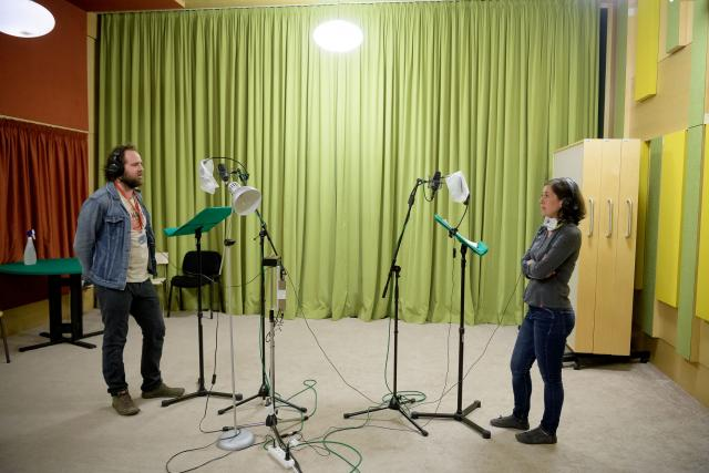 Ondřej Brousek a Lucie Pernetová během natáčení hry Odvaha se nehodí