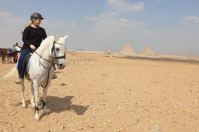 """""""Vždycky jsem si přála bílého Araba, to byl můj sen, tak mi to manžel splnil,"""" směje se  Monika Osamová původem z Orlové"""