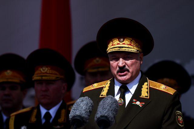 Alexandr Lukašenko na vojenské přehlídce (květen 2020)