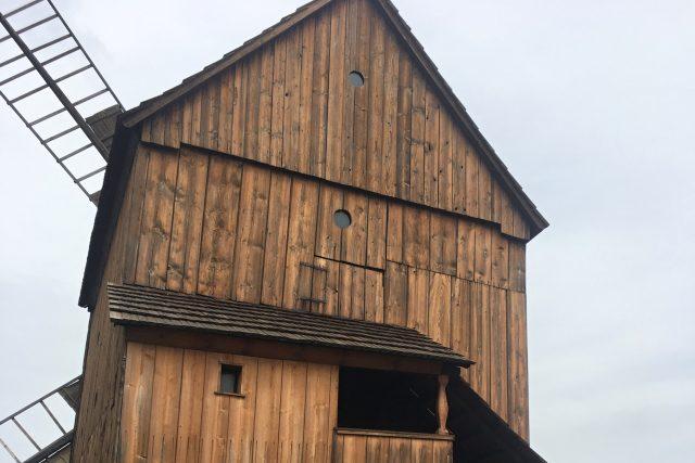 Otočný větrný mlýn v Partutovicích na Olomoucku