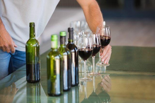 Víno, degustace, vinařství, alkohol, láhve. Ilustrační foto