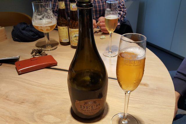 Šampaňské pivo z belgického pivovaru Bosteels chuťově připomíná šampaňské, ale vyrábí se stejně jako pivo ze sladu