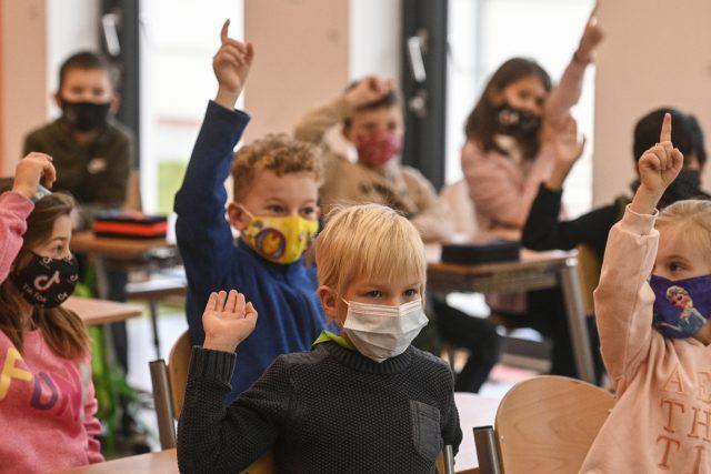 Do škol se vrátili žáci prvních a druhých ročníků základních škol | foto: Michal Kamaryt,  ČTK