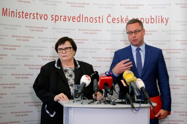 Ministryně spravedlnosti Marie Benešová a bývalý nejvyšší státní zástupce Pavel Zeman | foto: Milan Malíček,  Právo / Profimedia