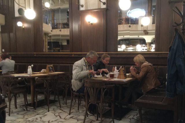 Hosté už si můžou dát oběd v pivovaru Monopol v Teplicích