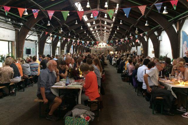 Na večeři pro 500 lidí pozvali organizátoři obyvatele Aarhusu a okolí.