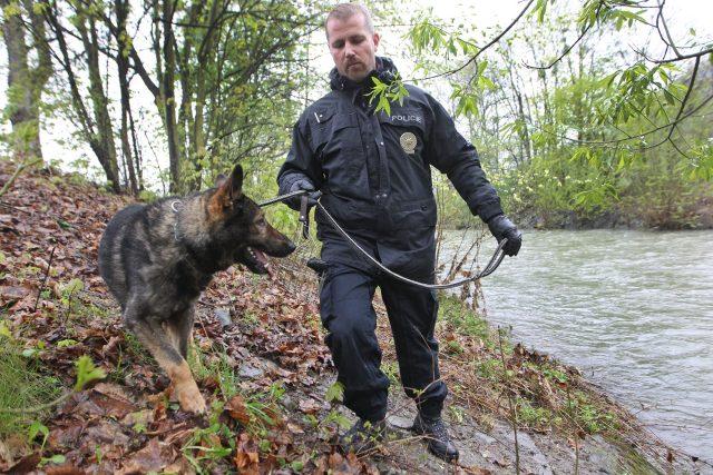 Psovod s policejním psem