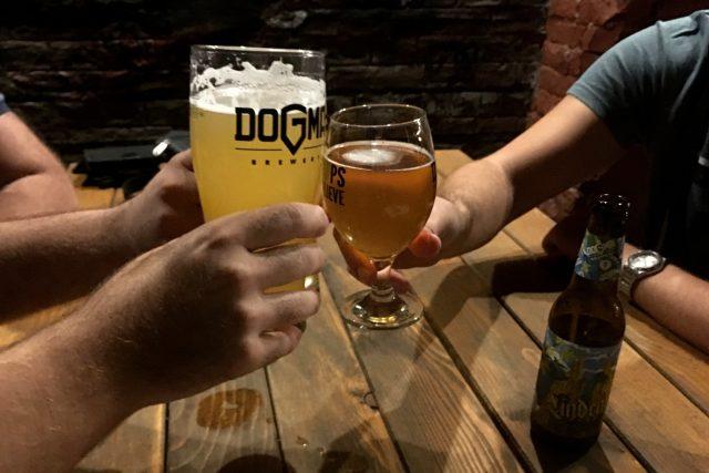 Dogma je něco, o čem se nepochybuje, vysvětluje jeden ze zakladatelů pivovaru význam jeho názvu