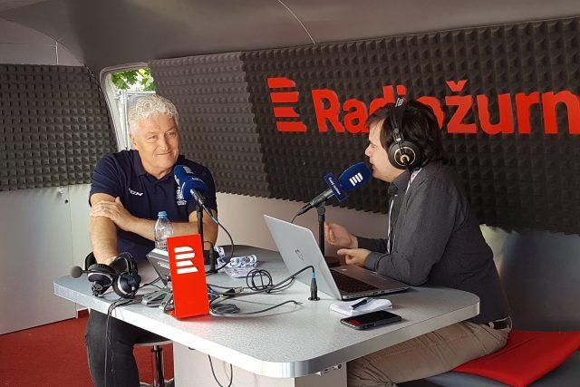 Miloš Říha při rozhovoru s moderátorem Janem Suchanem