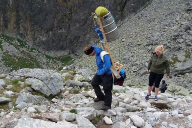 Povolání nosiče bez lásky k horskému prostředí dělat nejde.