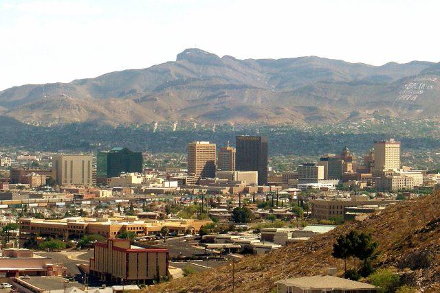 Americké město El Paso ve státě Texas leží prakticky na hranici s Mexikem   foto: autor neznámý,  Wikimedia Commons,  CC0 1.0