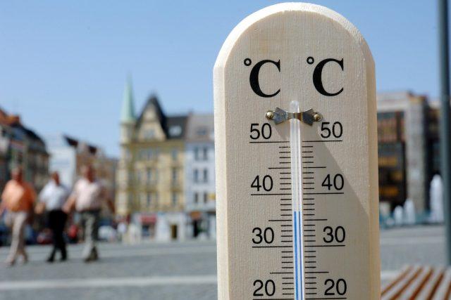 Teplota, horko, vedra (ilustrační)