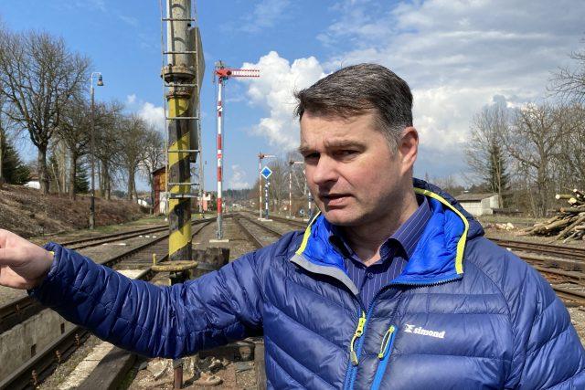 Petr Pěnička provádí martinickým nádražím | foto: Tomáš Černý,  Český rozhlas