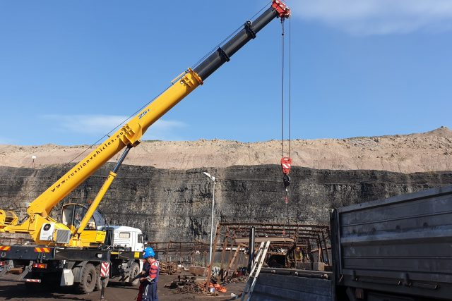 Těžaři propustí většinu ze dvou stovek horníků,  kteří dobývali uhlí v chodbicích v lomu ČSA   foto: Jan Bachorík,  Český rozhlas,  Český rozhlas