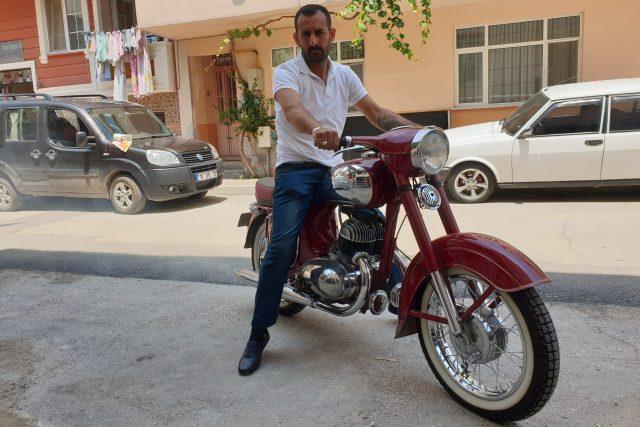 Ali na svém motocyklu jawa | foto: Štěpán Macháček,  Český rozhlas,  Český rozhlas